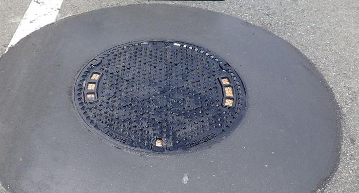 川口工業 マンホール鉄蓋の取り換え、更新工事 パラボラ工法